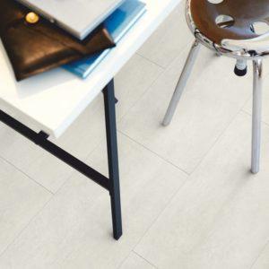 béton clair revêtement de sol en vinyl par pergo